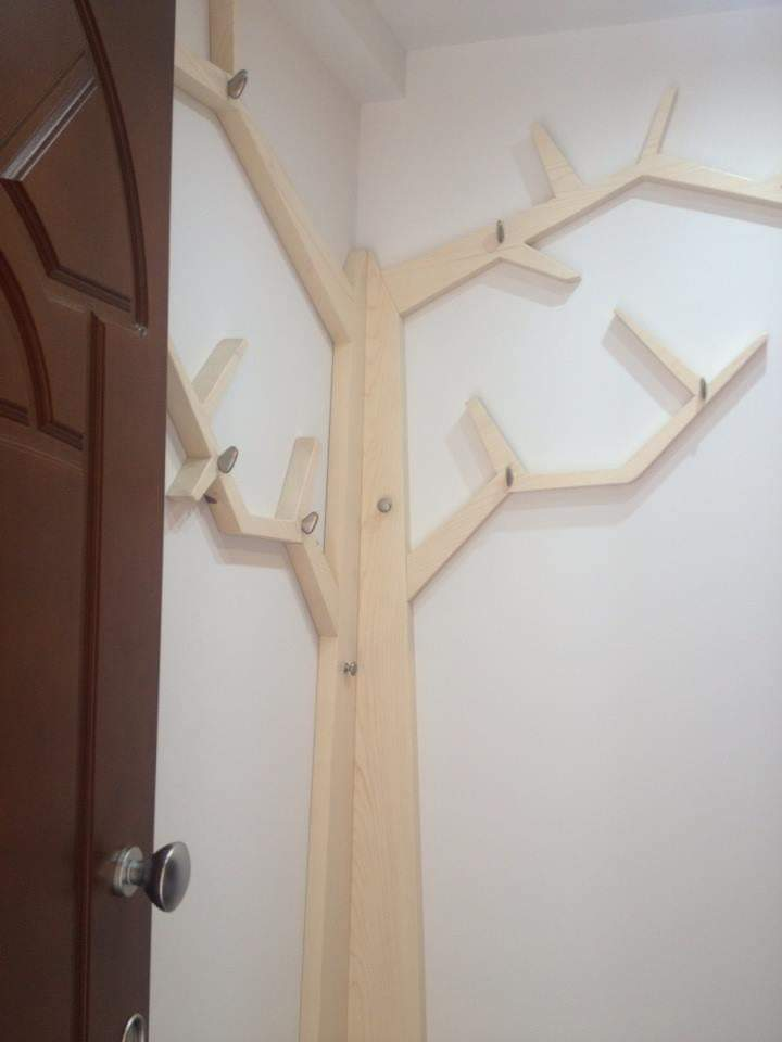 Attaccapanni su misura albero ad angolo. Pezzo unico.